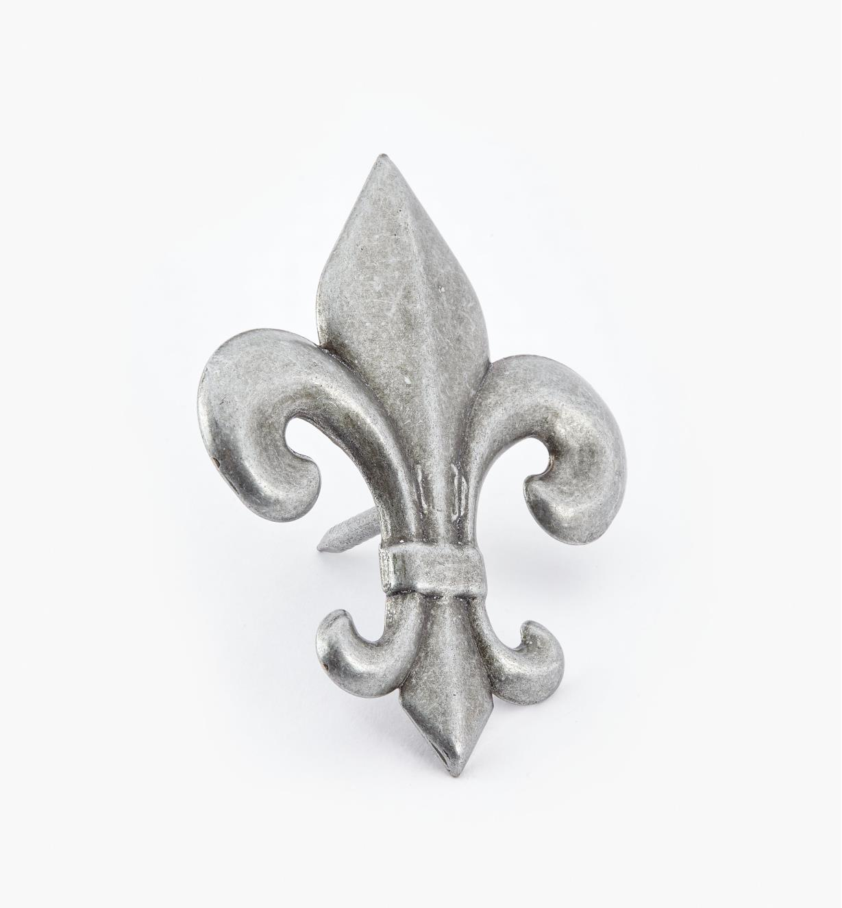 00T0948 - Clou décoratif en fleur de lys, fini étain antique, 2 11/16 po x 7/8 po, l'unité