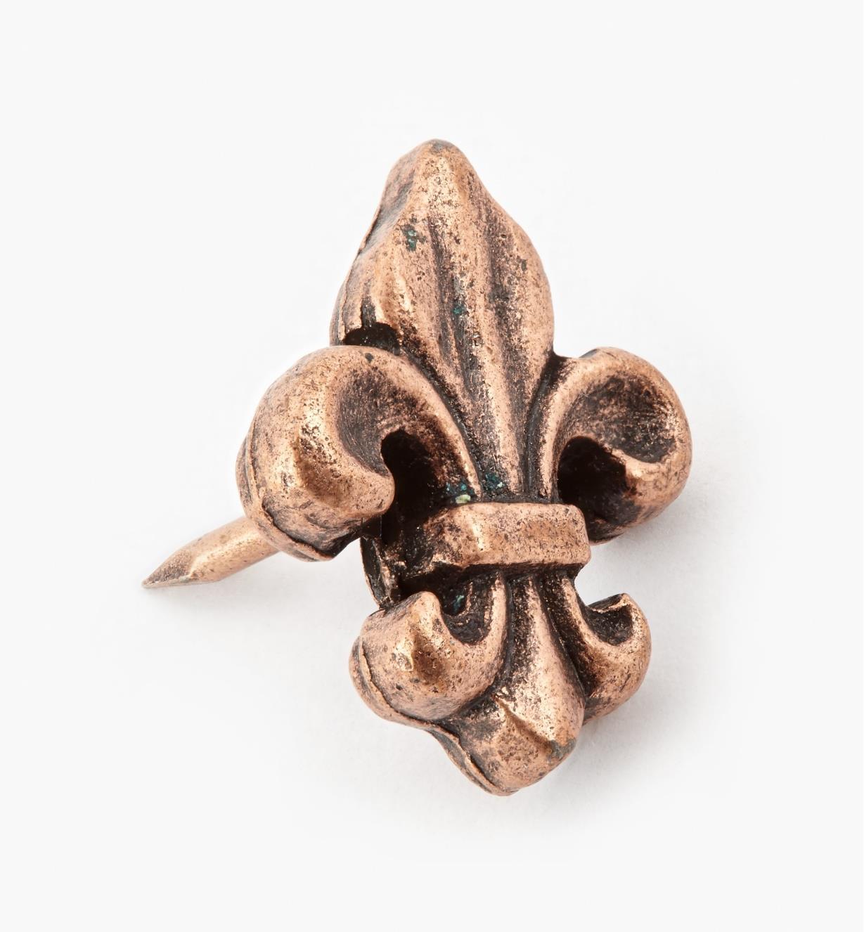 00T0955 - Clou décoratif en fleur de lys, fini cuivre antique, 3/4 po x 1/2 po, l'unité