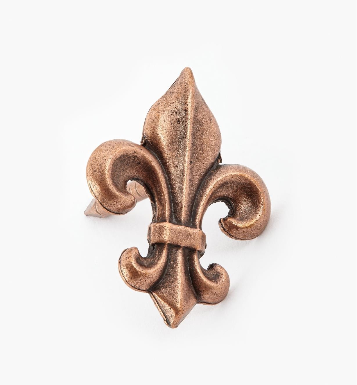 00T0956 - Clou décoratif en fleur de lys, fini cuivre antique, 1 1/4 po x 3/4 po, l'unité