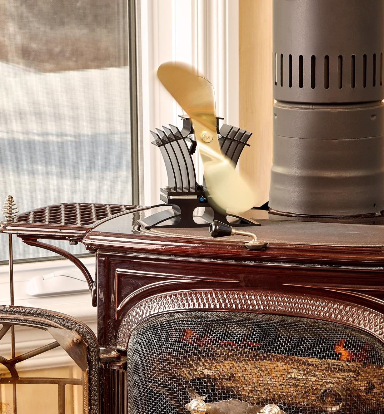 Ecofan BelAir on a wood stove, distributing the heat of the fire
