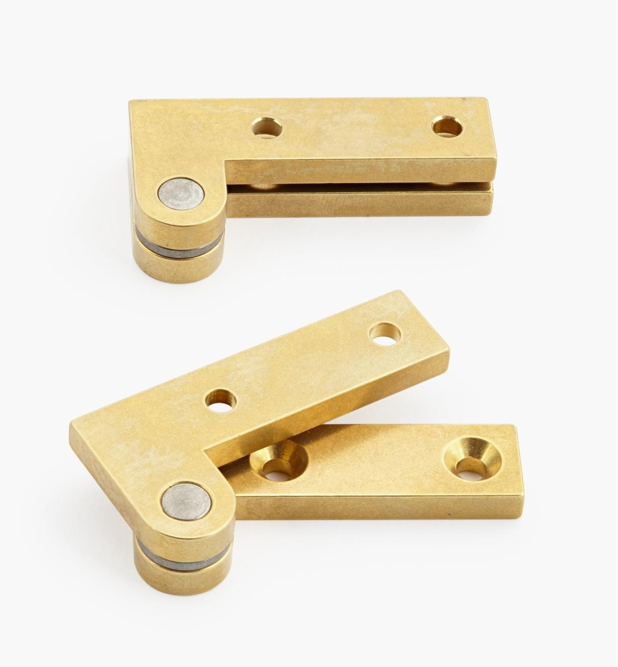 "05H0138 - 1"" x 2"" x 3/16"", Brass Double-Offset Knife Hinges, pair"
