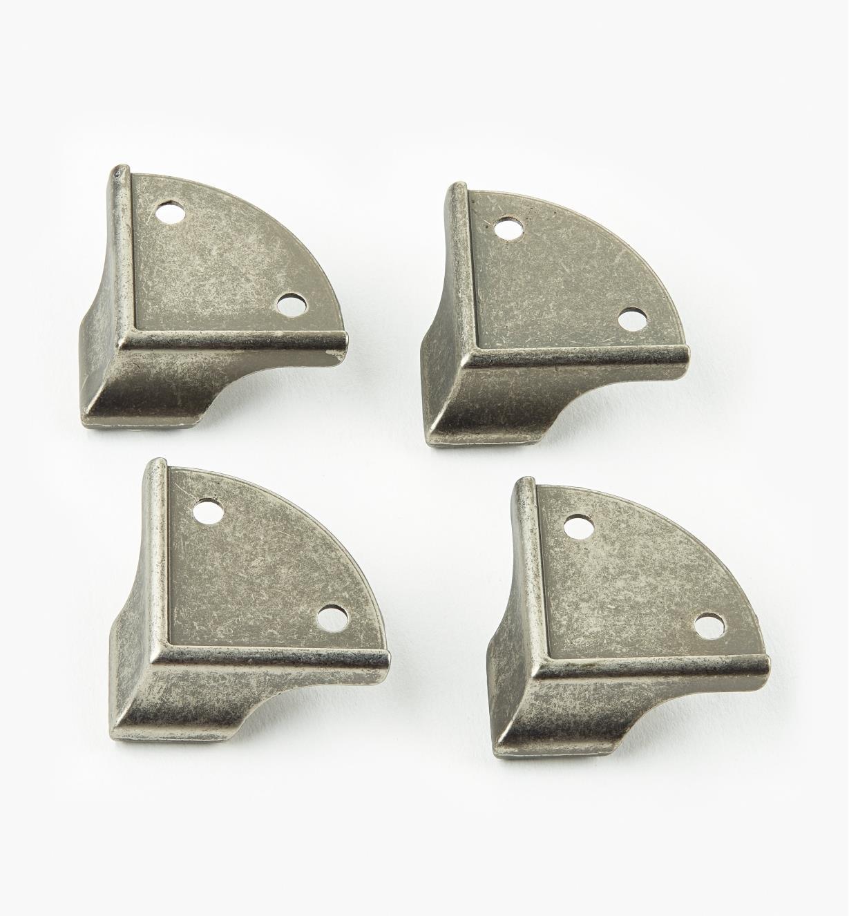 05H3150 - Pieds de coffret coulés, étain, lepaquetde4
