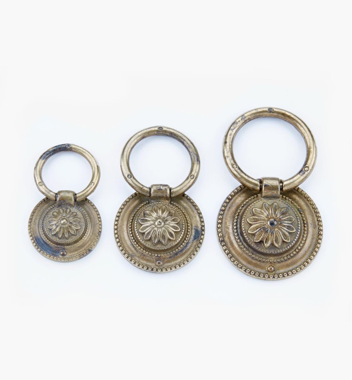Poignées à anneau Louis XVI, fini laiton ancien