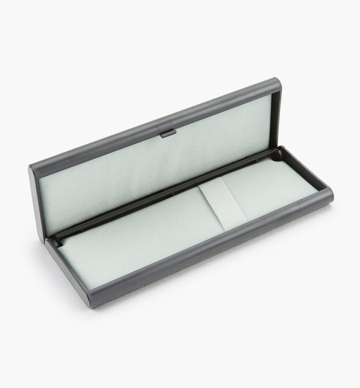 88K7402 - Plastic/Felt Case
