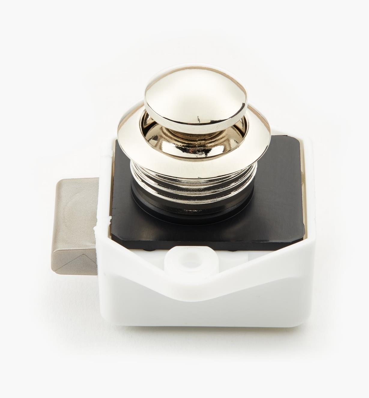 00S2220 - Loquet à bouton-poussoir en nickel poli