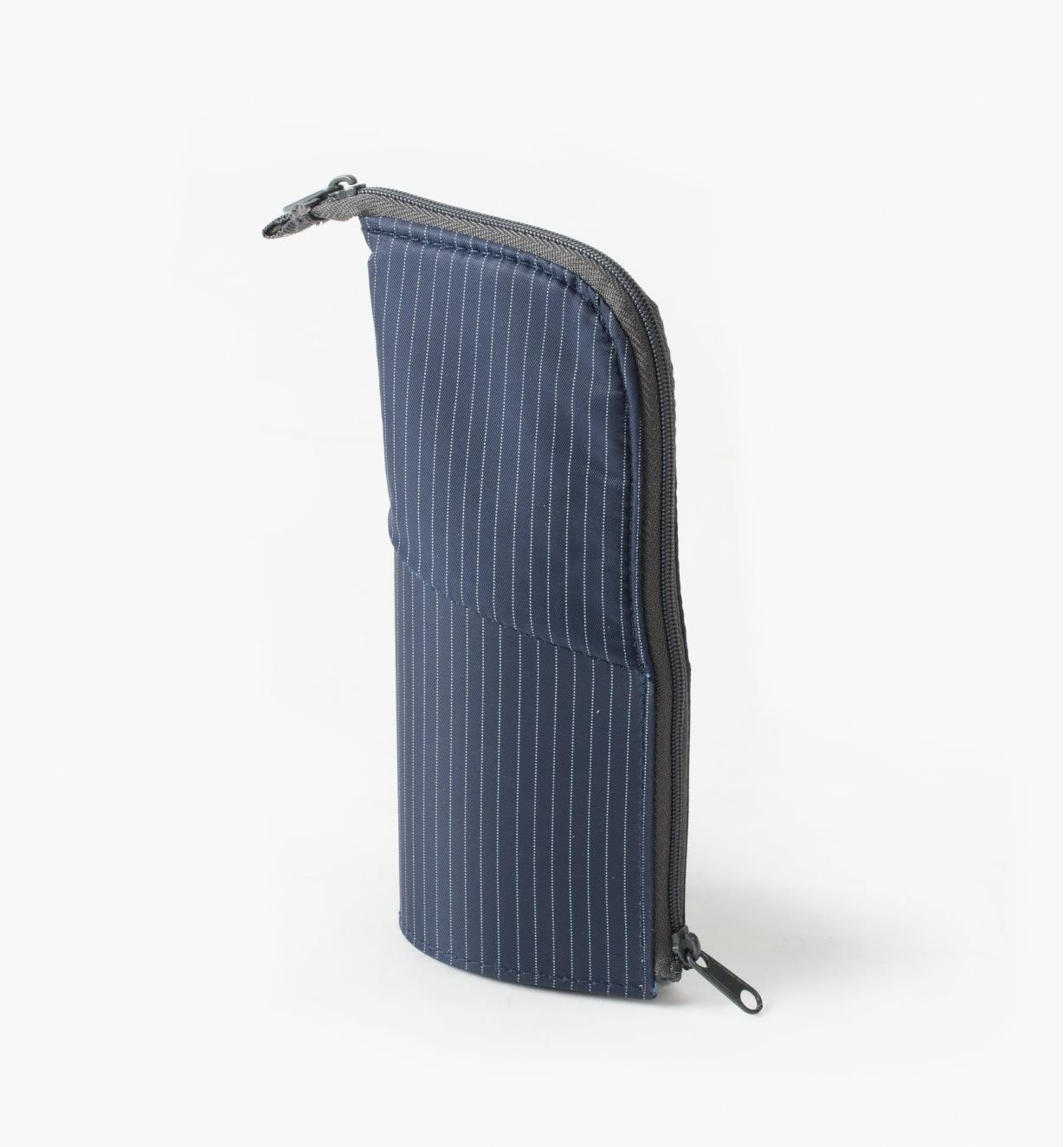 83U0416 - Stand-Up Pencil Case