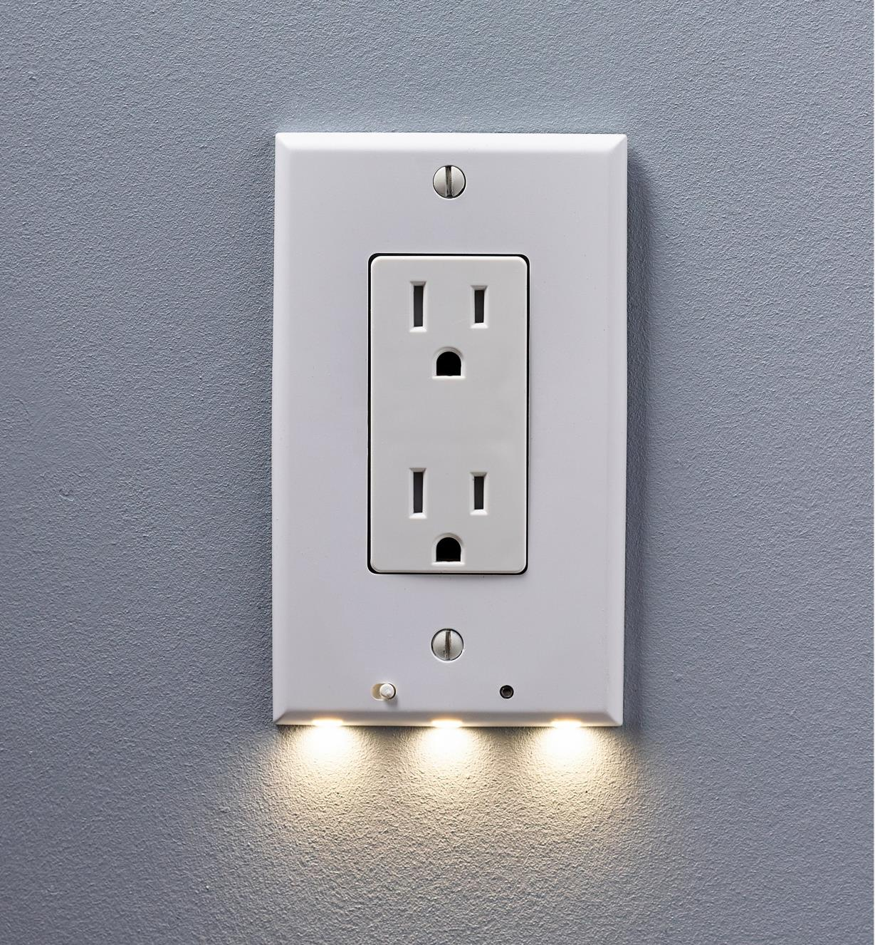 99W0272 - Decora-Style LED Outlet Cover Plate