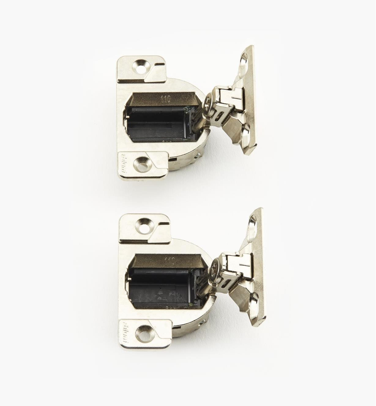 00B0704 - 110° Face-Mount Face-Frame Hinges, pr.