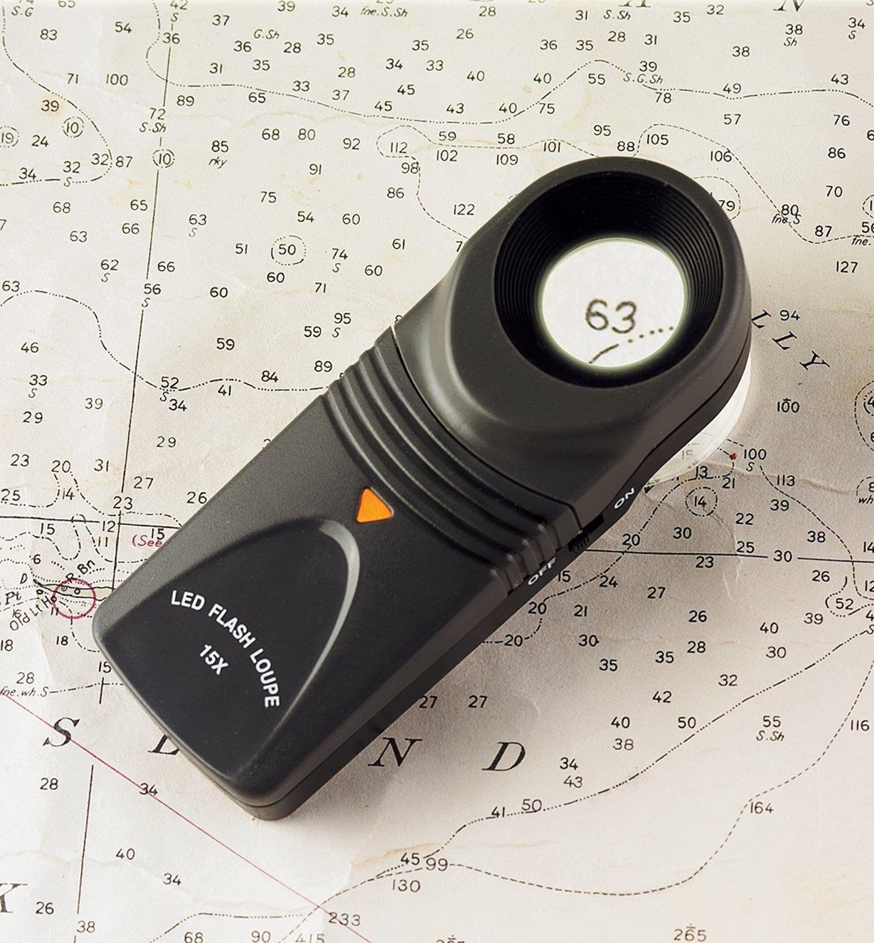 99K1041 - Loupe 15x à DEL intégrée