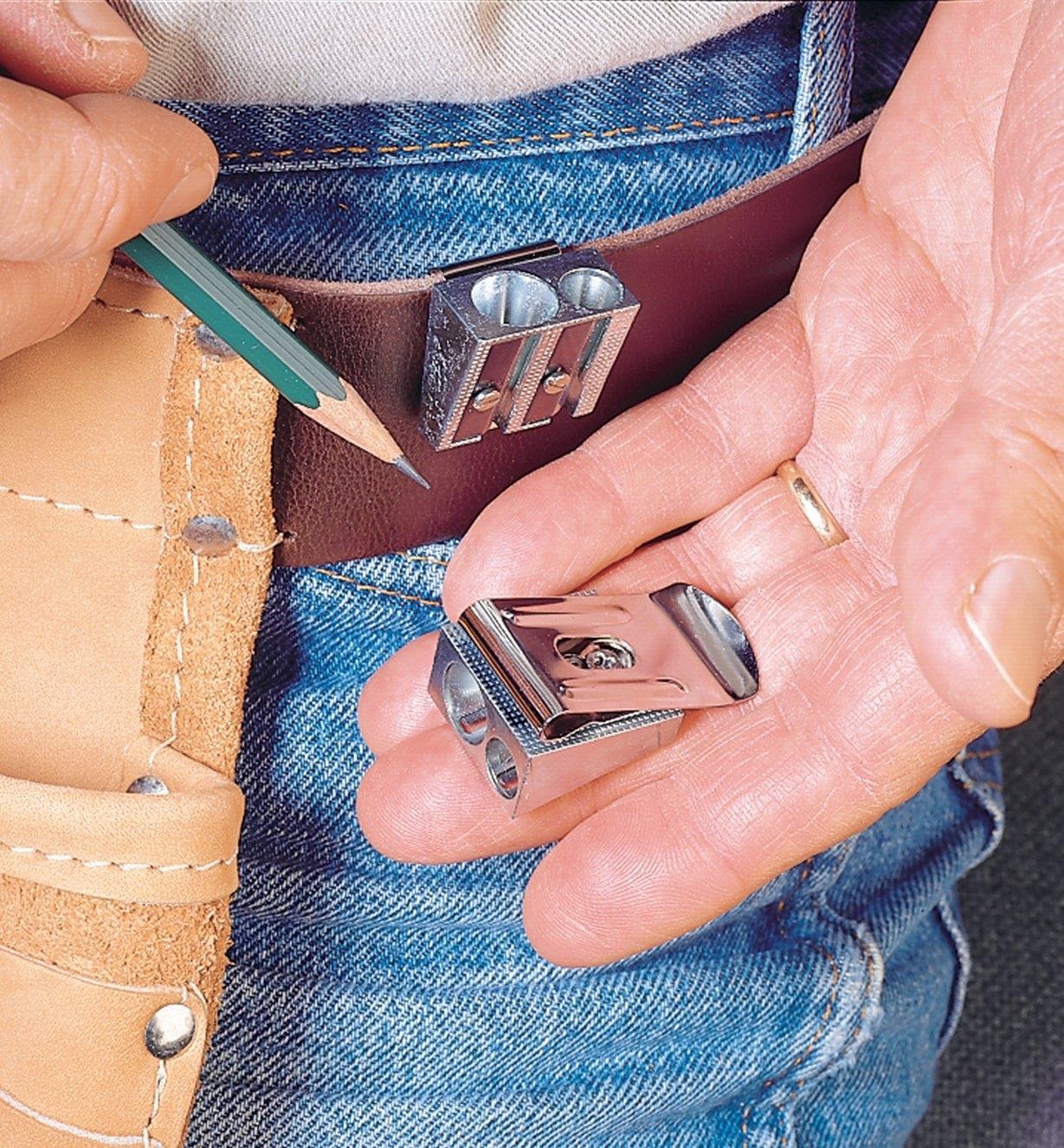 50K1302 - Pinces pour ceinture, le paquet de6