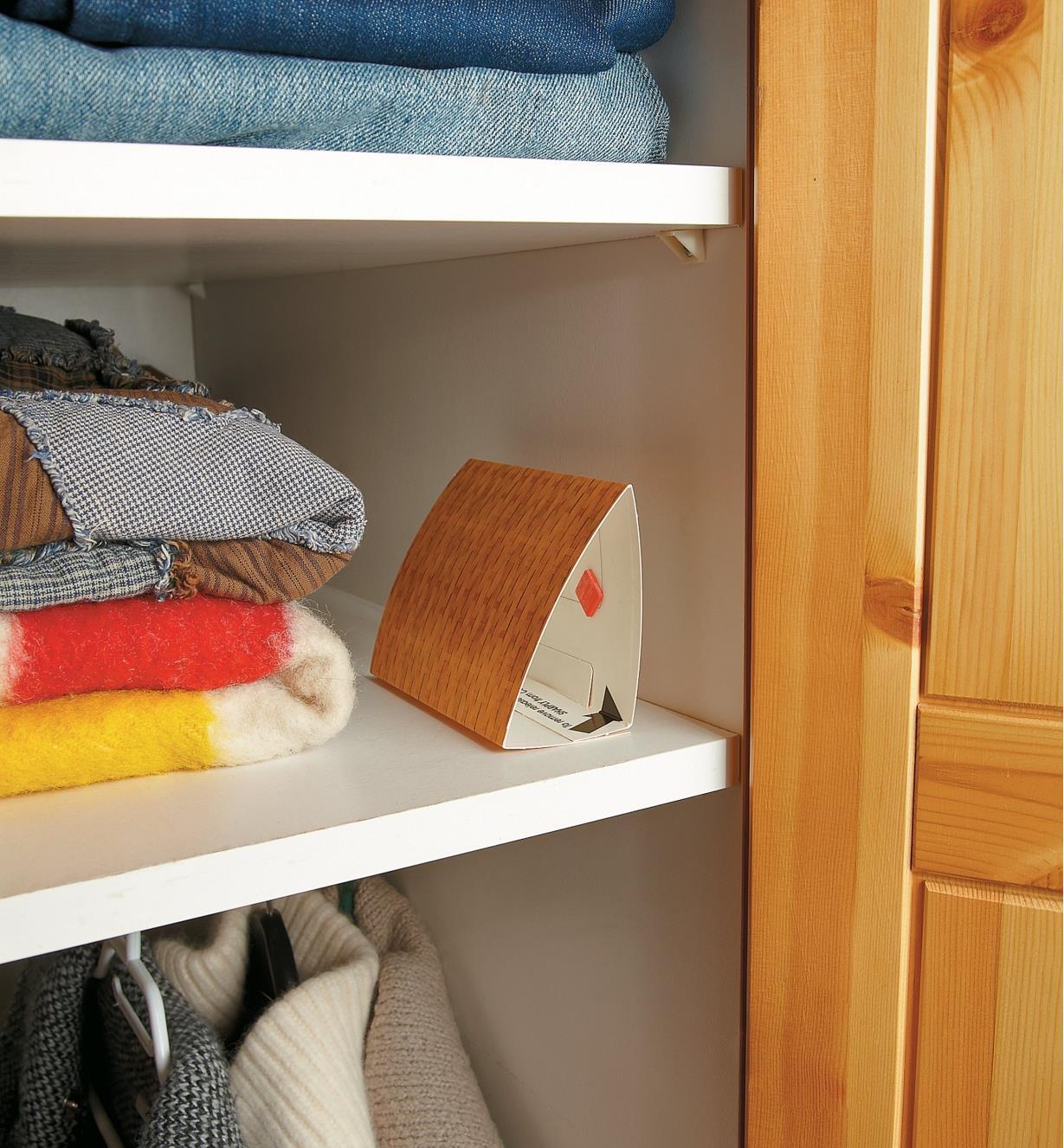 AT217 - Pièges à teignes des vêtements, le paquet de 2