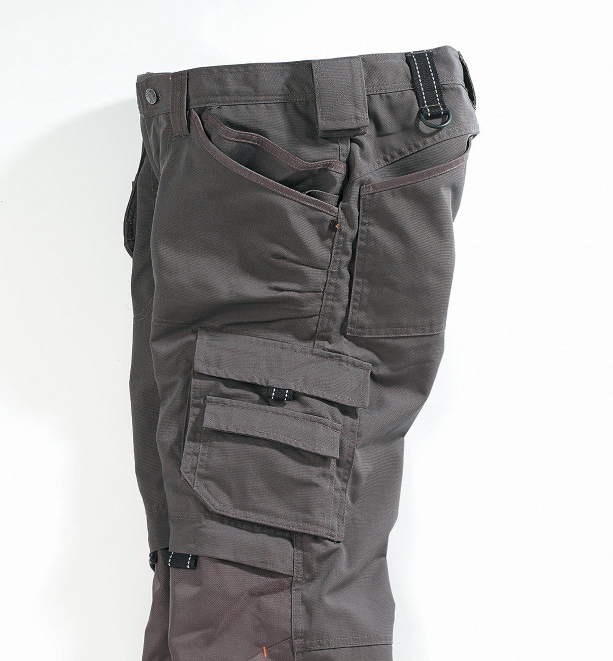 Side view of leg pockets