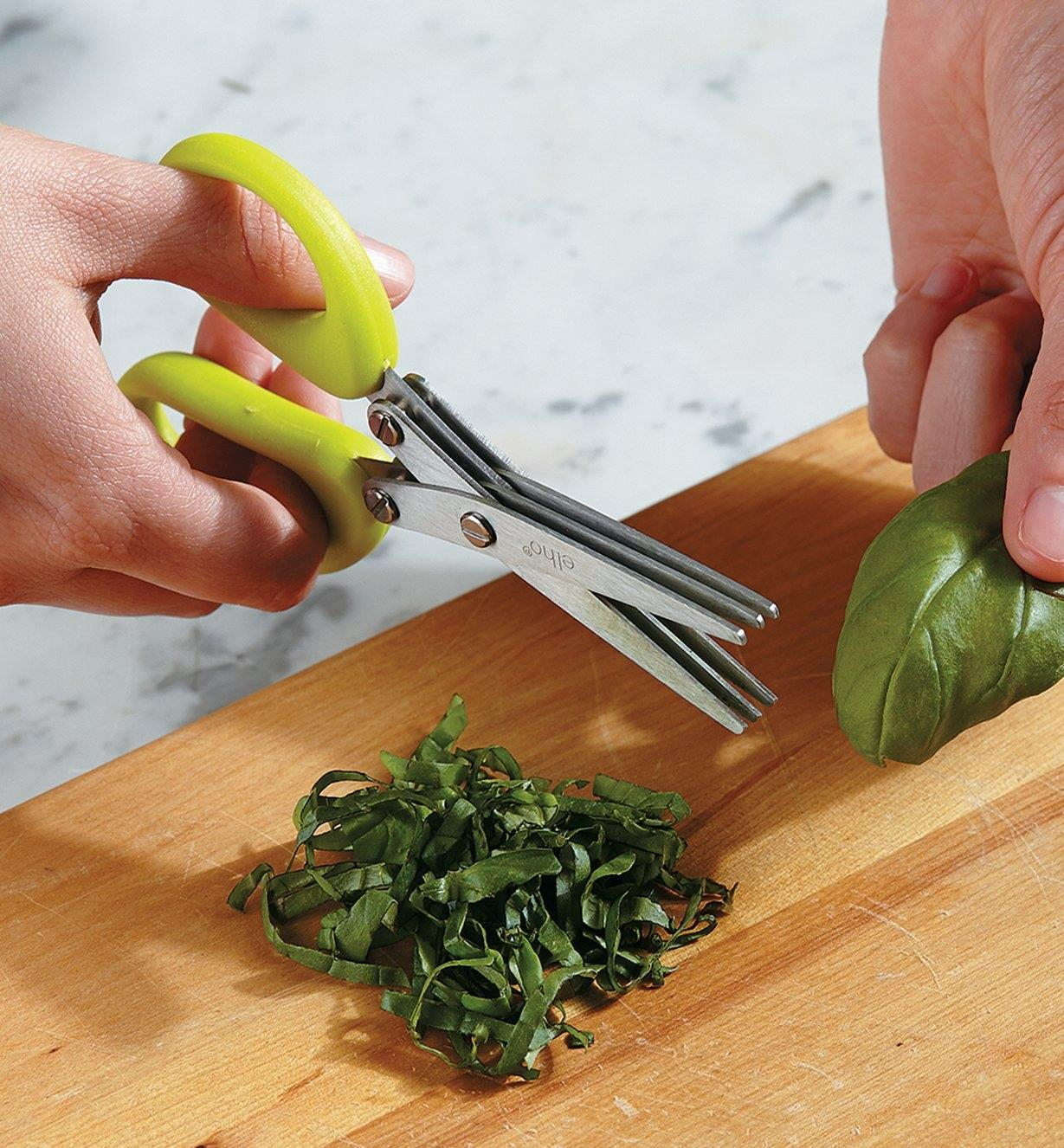 Cutting herbs with the mincing shears
