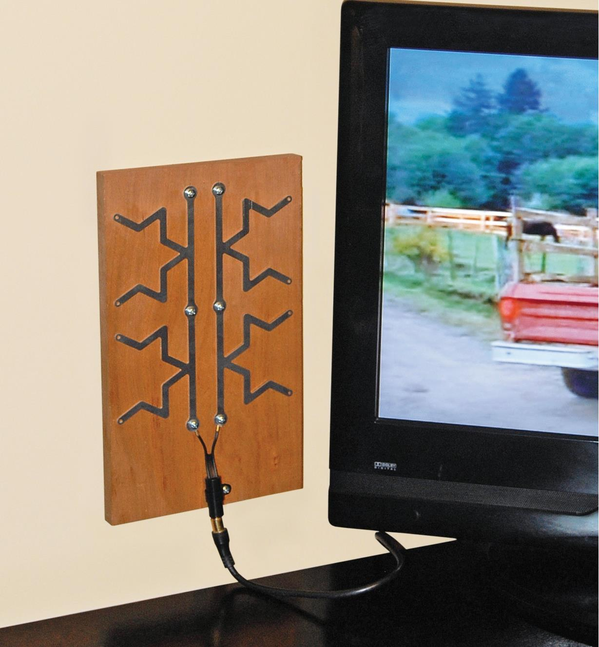 Fractal Antenna Kit mounted on a board and hooked up to a TV
