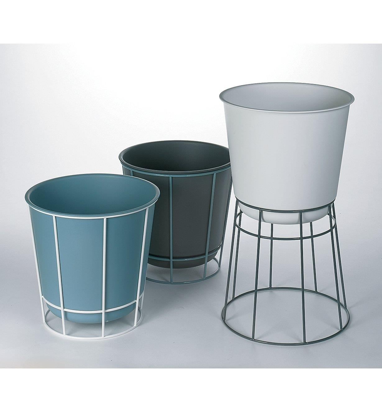 XB740 - Elho Planter & Stand Set