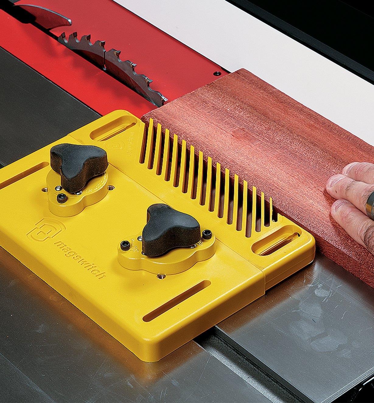 03J7600 - Ensemble comprenant la base, deux aimants de serrage Mag-Jig 30mm et un presseur à peigne