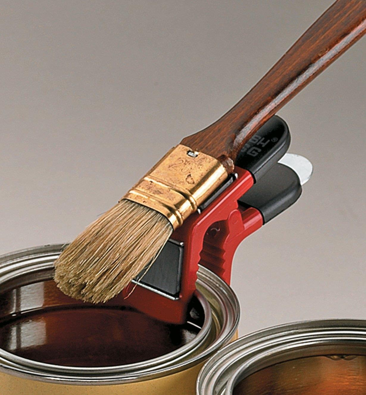 67K7402 - Magnetic Paintbrush Holder