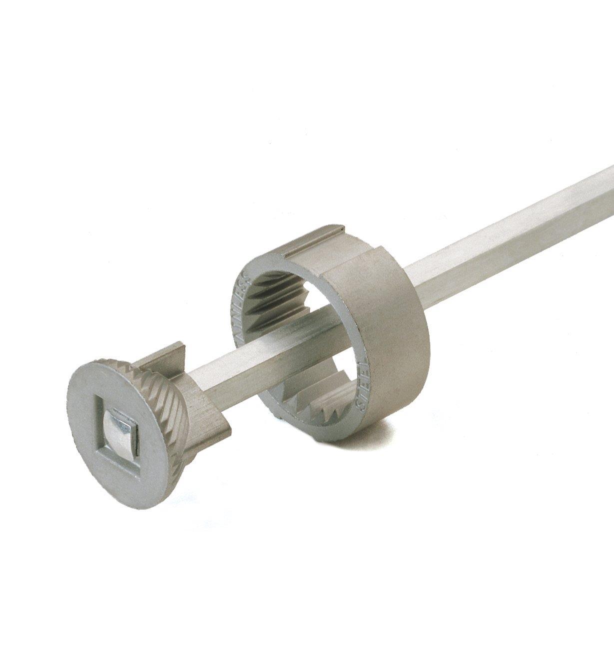93K0320 - Mécanisme pour moulin à poivre, 8po
