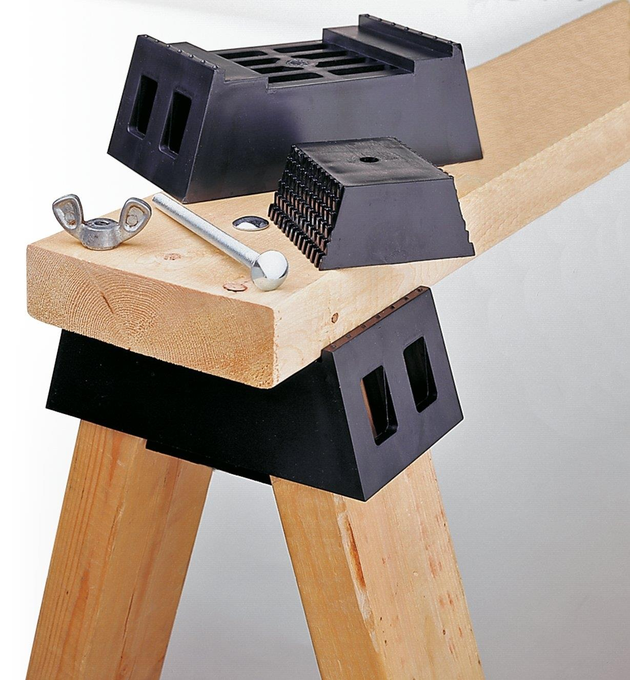 03K0608 - Sawhorse Brackets, pair