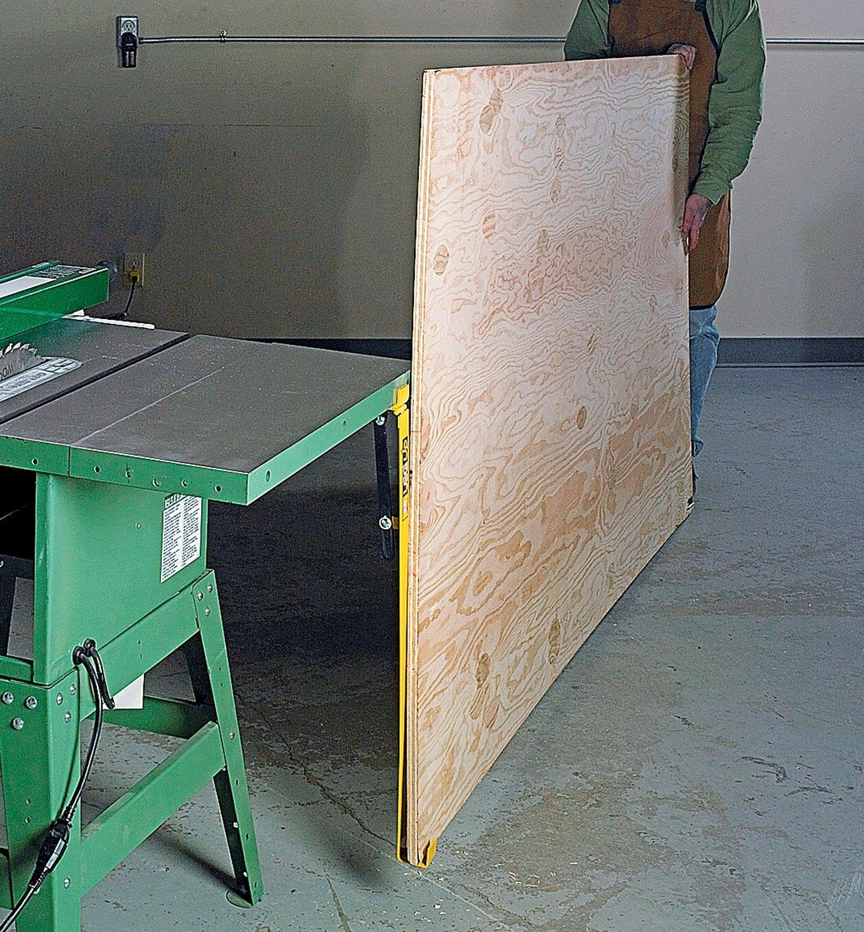 03K1815 - Table-Saw Panel Lifter