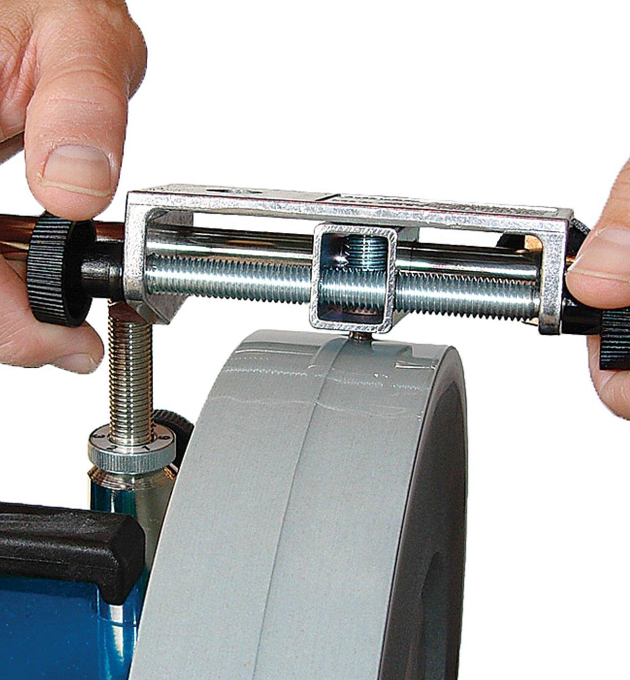 Dressing a grinding wheel with a Diamond-Tipped Truing Tool