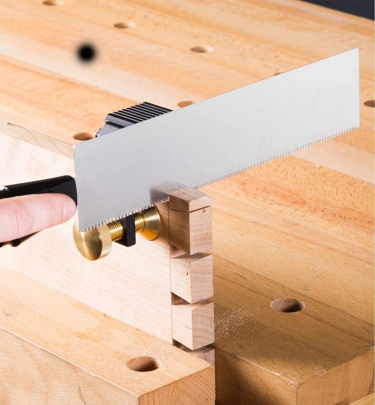 Right-angle saw guide