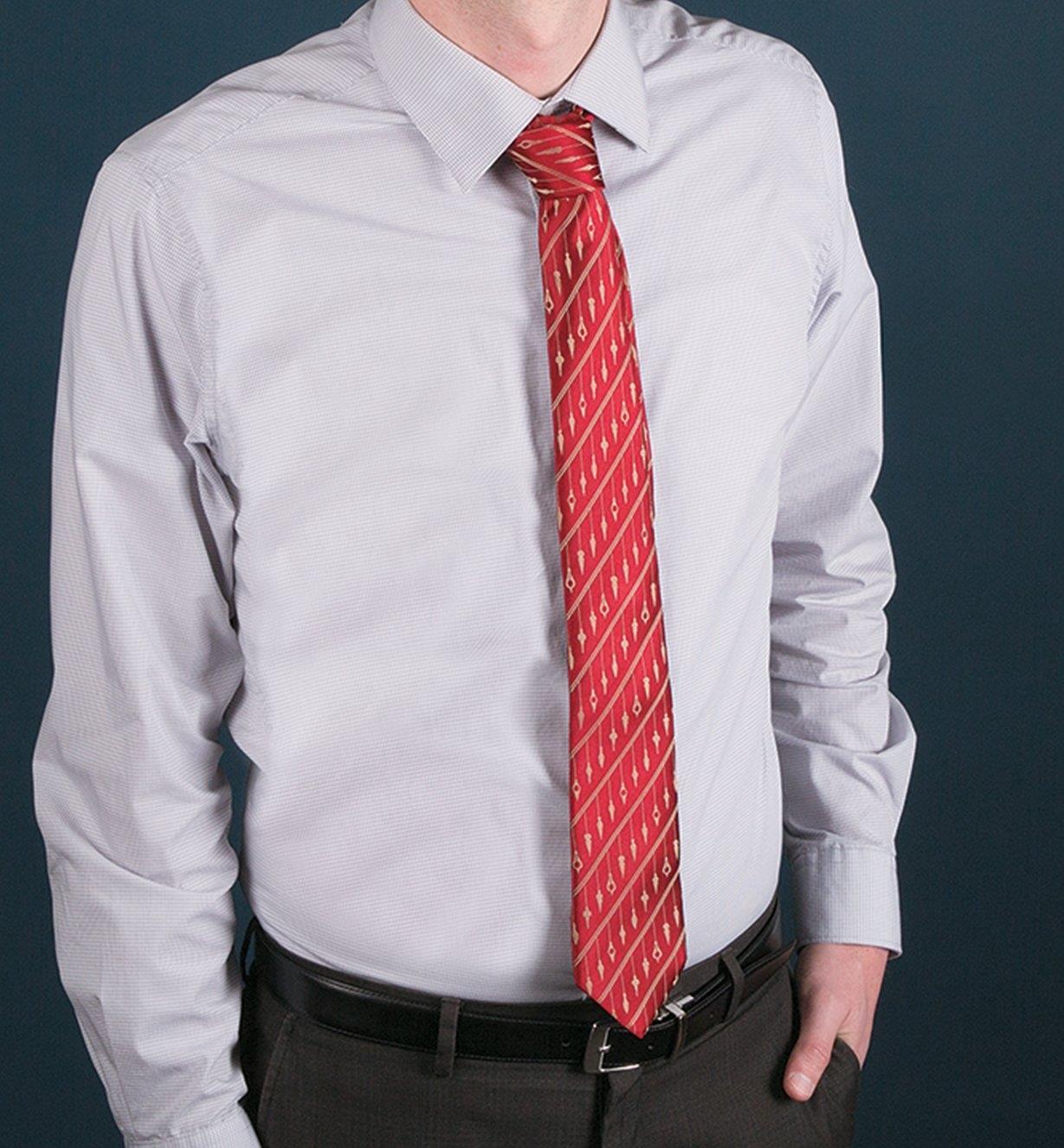 67K3090 - Cravate d'ébéniste