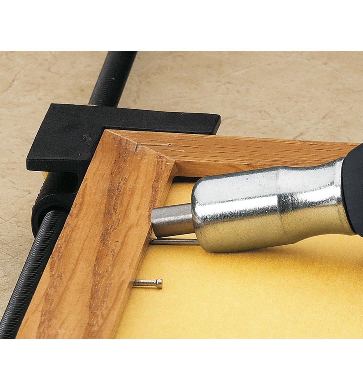 86K8710 - Pousse-clou pour clous en V et clous de finition