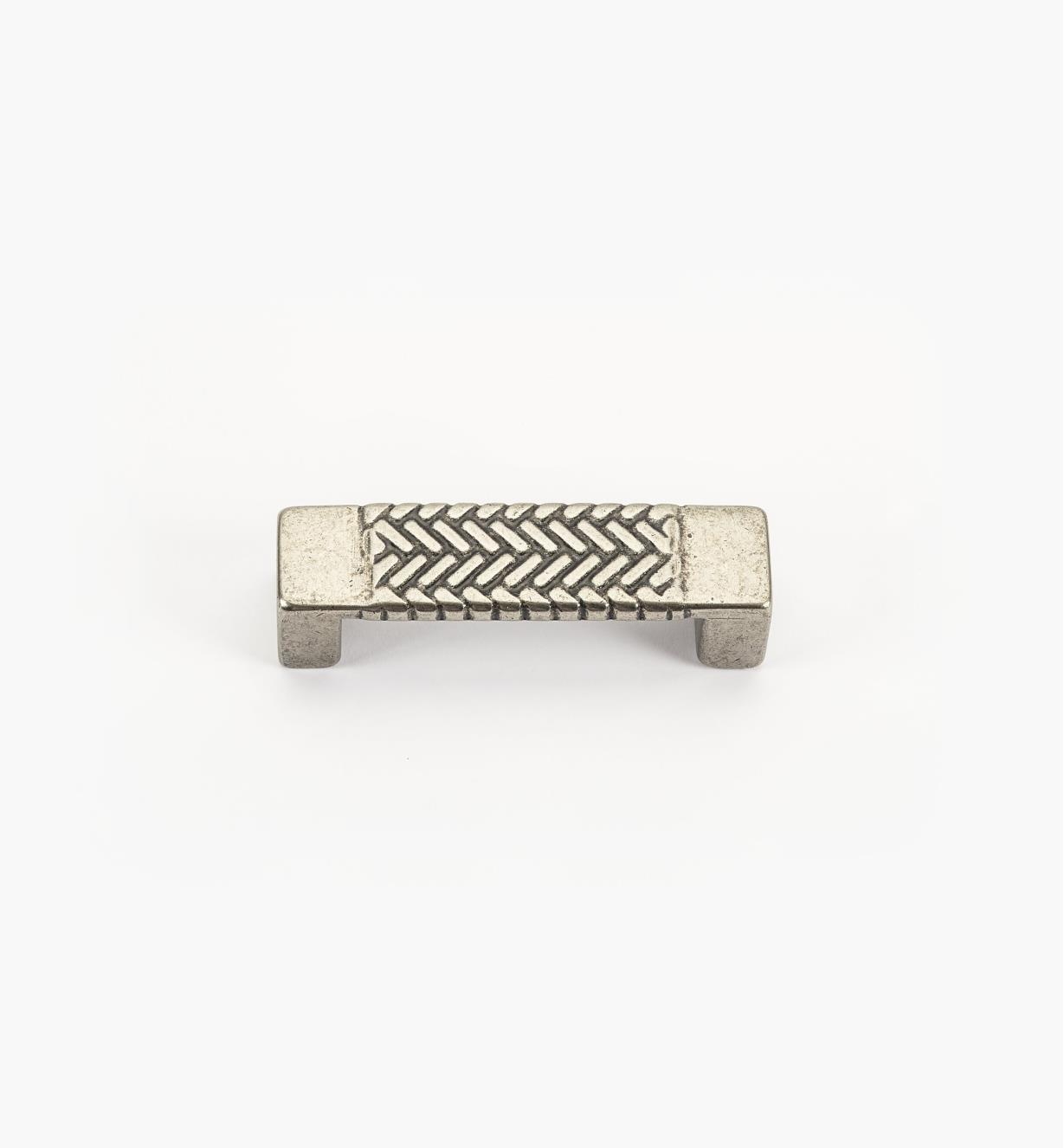 01G1952 - Poignée à chevrons, fini argent antique, 73 mm (64 mm)