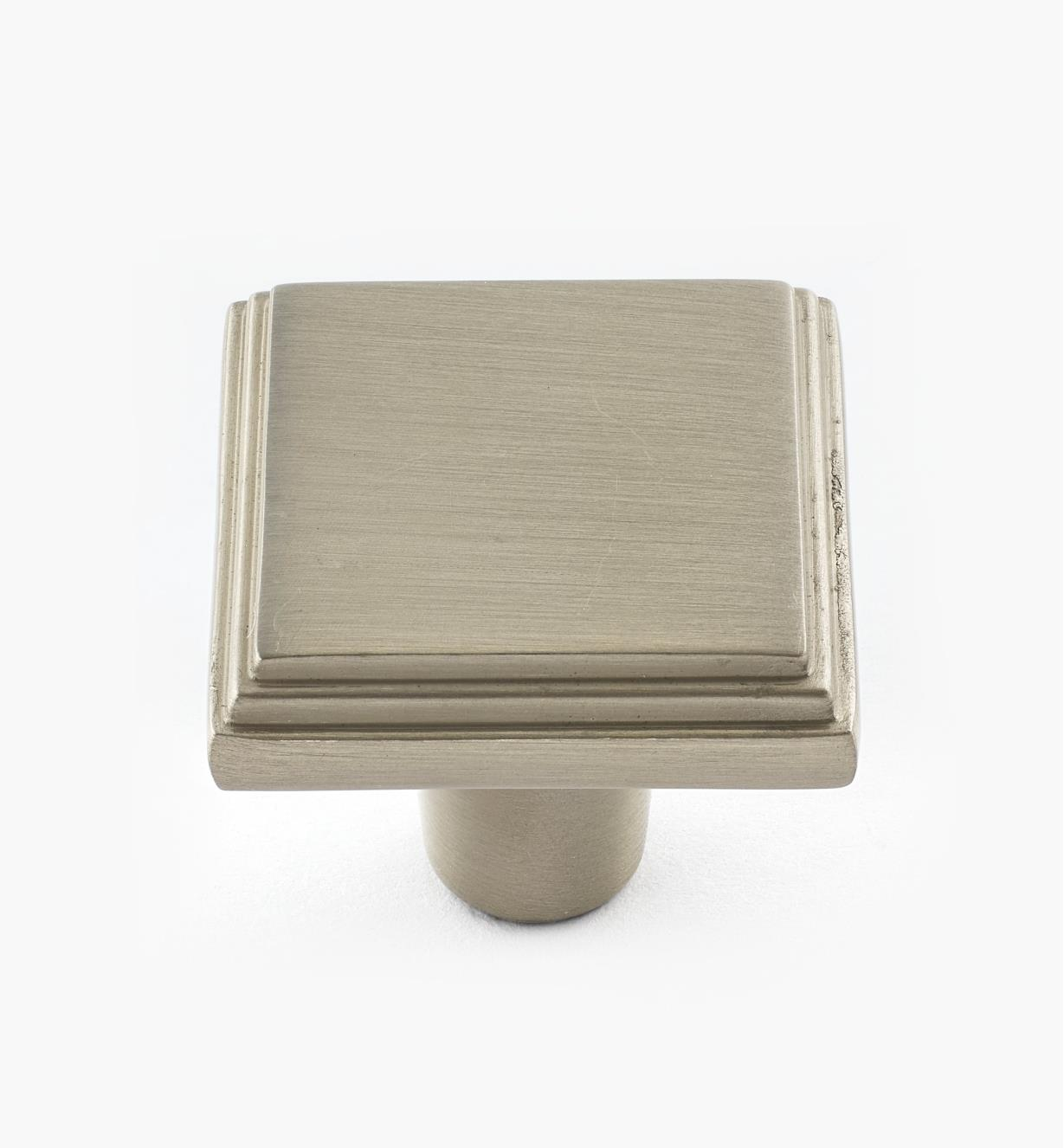 02A3911 - Manor Satin Chrome Knob