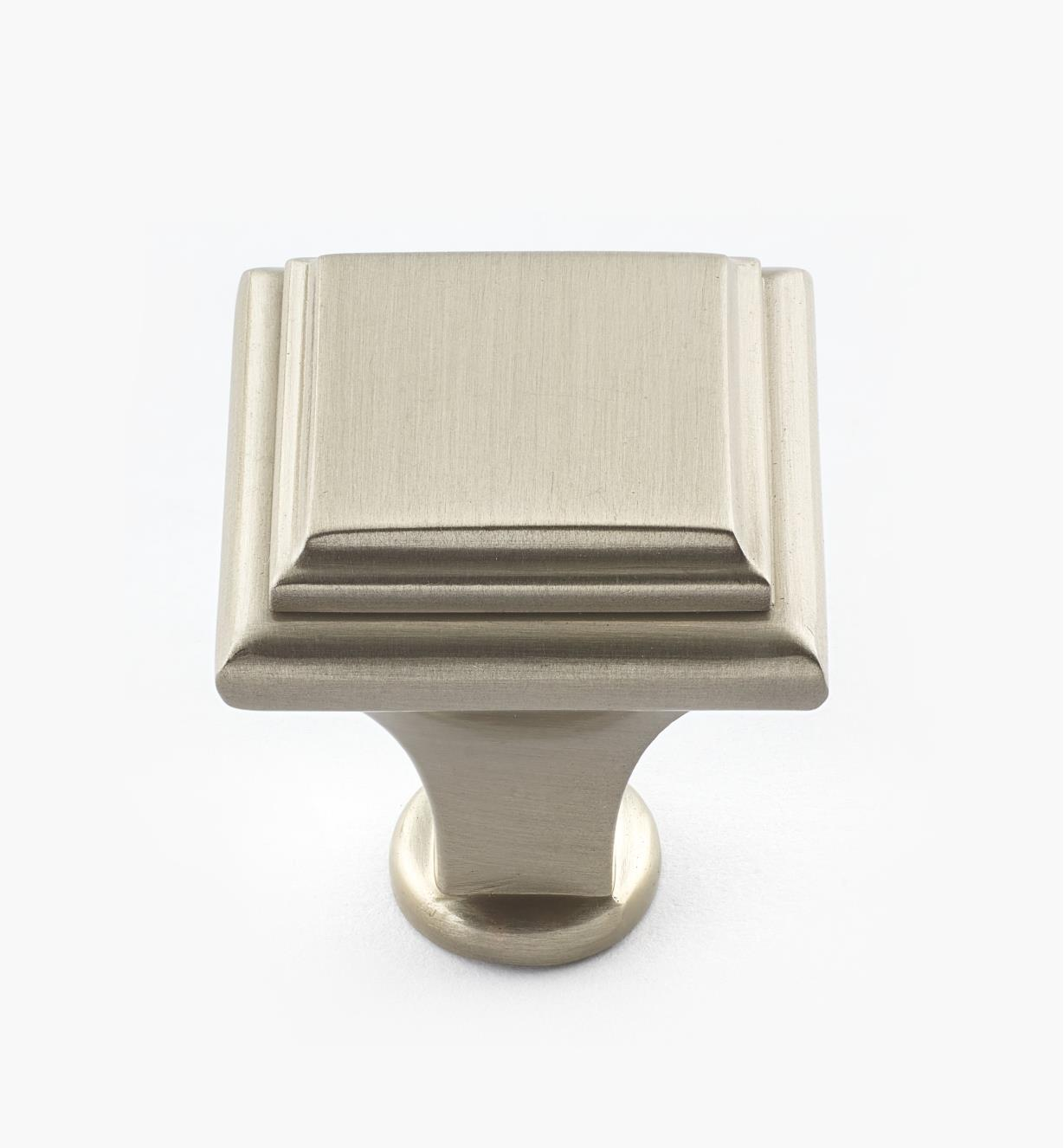 02A3951 - Manor Satin Chrome Knob