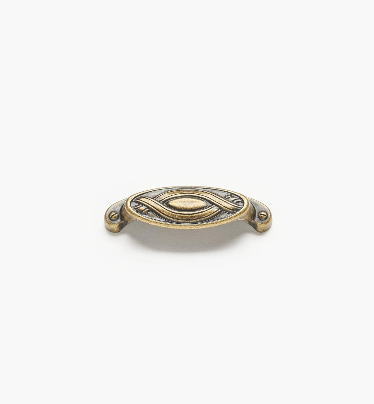 01A2960 - Poignée en coupelle rubanée ovale de 4 po, fini laiton antique (64 mm)