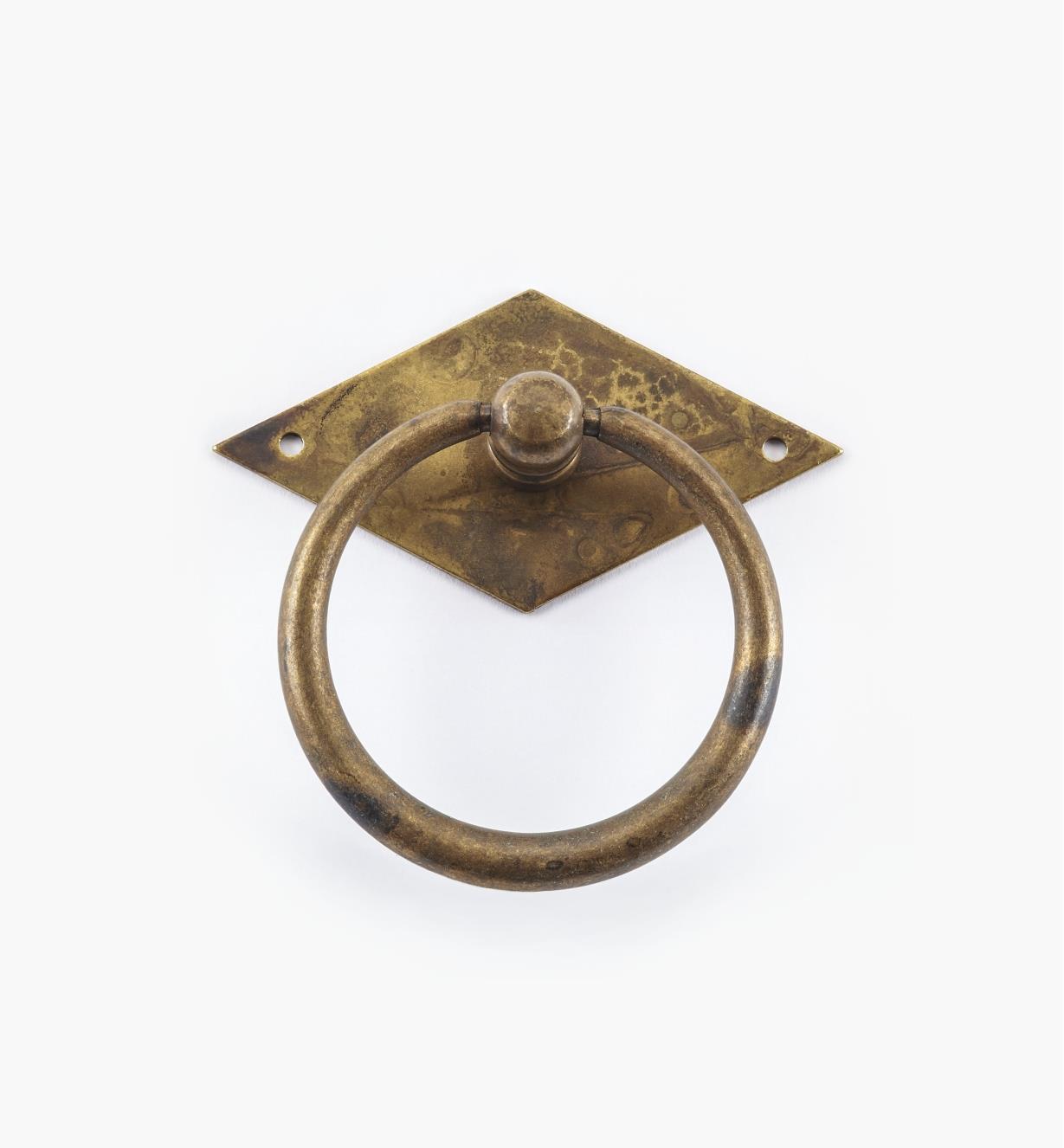 01A6304 - Poignée à anneau fuselé sur platine losange, 65 mm x 64 mm