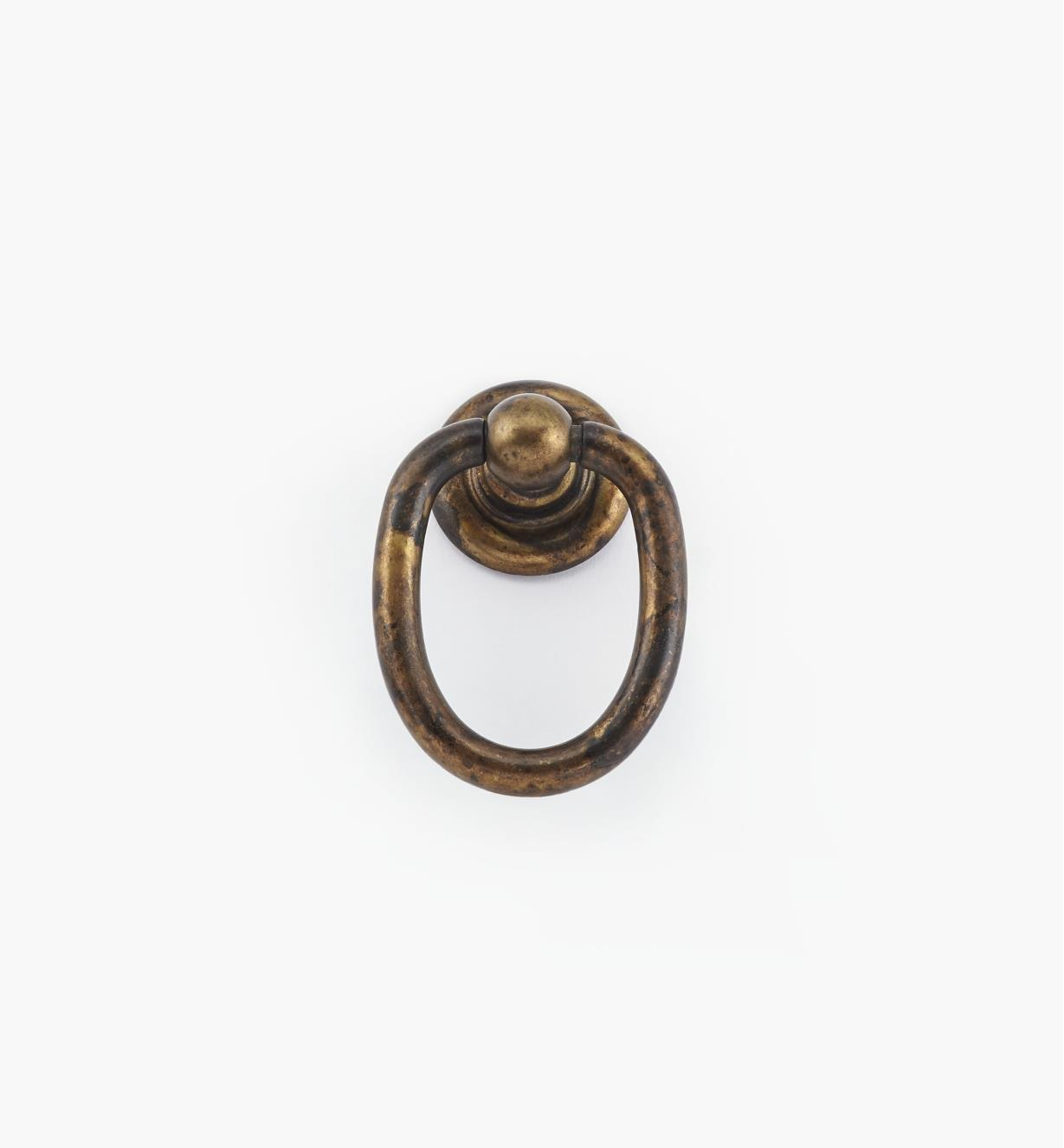 01X4063 - Poignée à anneau sur rosace, fini laiton ancien