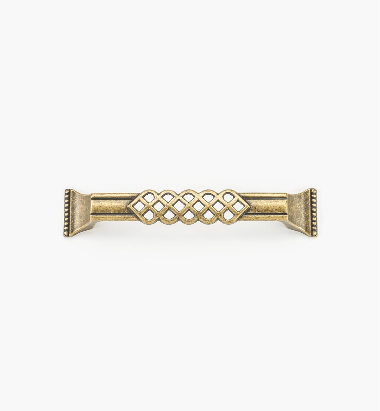 01A3015 - Poignée ornée d'entrelacs et de perles de 6 1/2 po, fini laiton antique (128 mm)