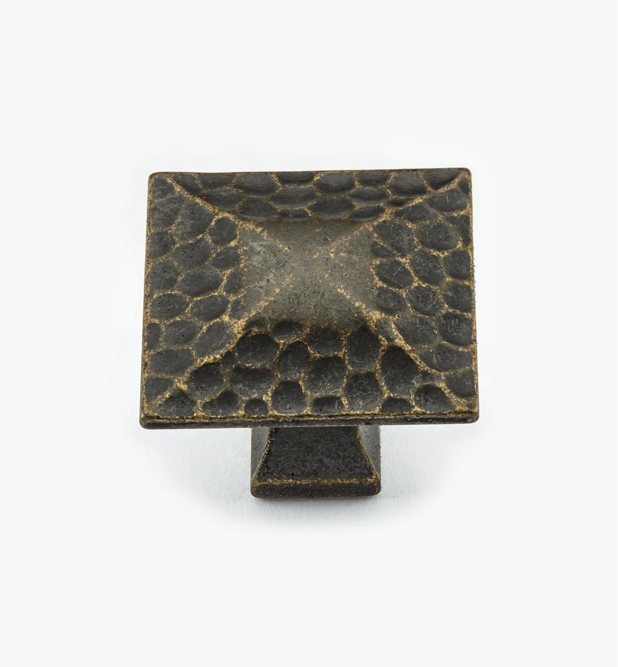 02W3682 - Bouton carré de 1 1/4 po x 1 1/8 po, série Craftsman, fini laiton antique