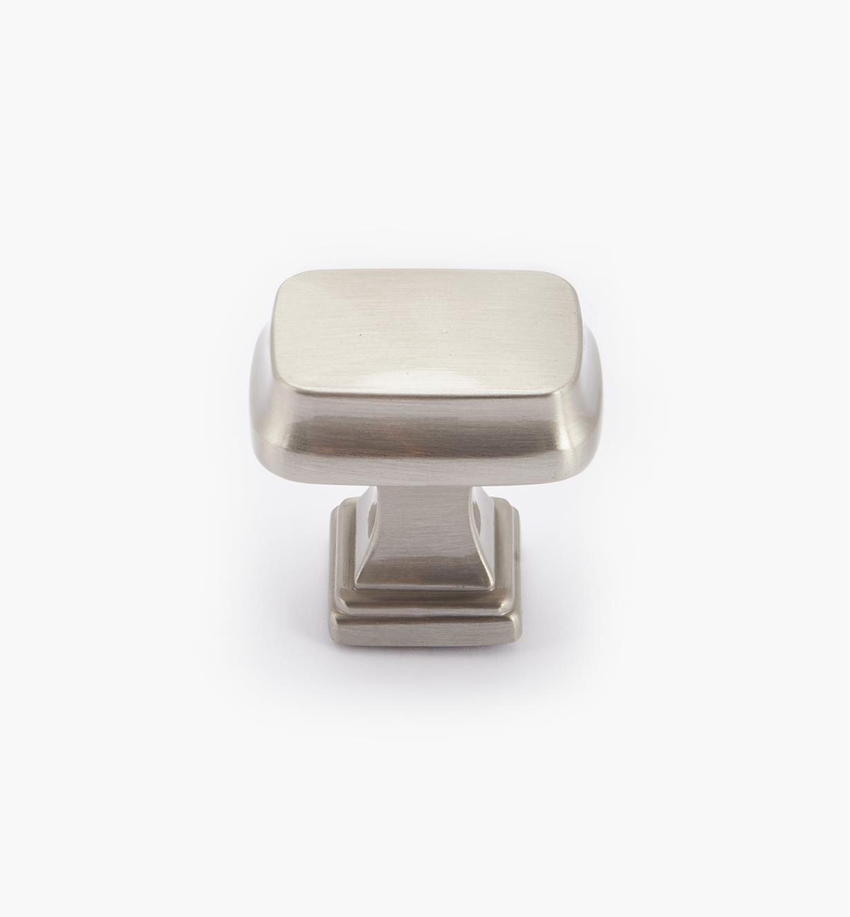 02A1680 - Bouton rectangulaire Revitalize, 11/4po, chrome satiné, l'unité