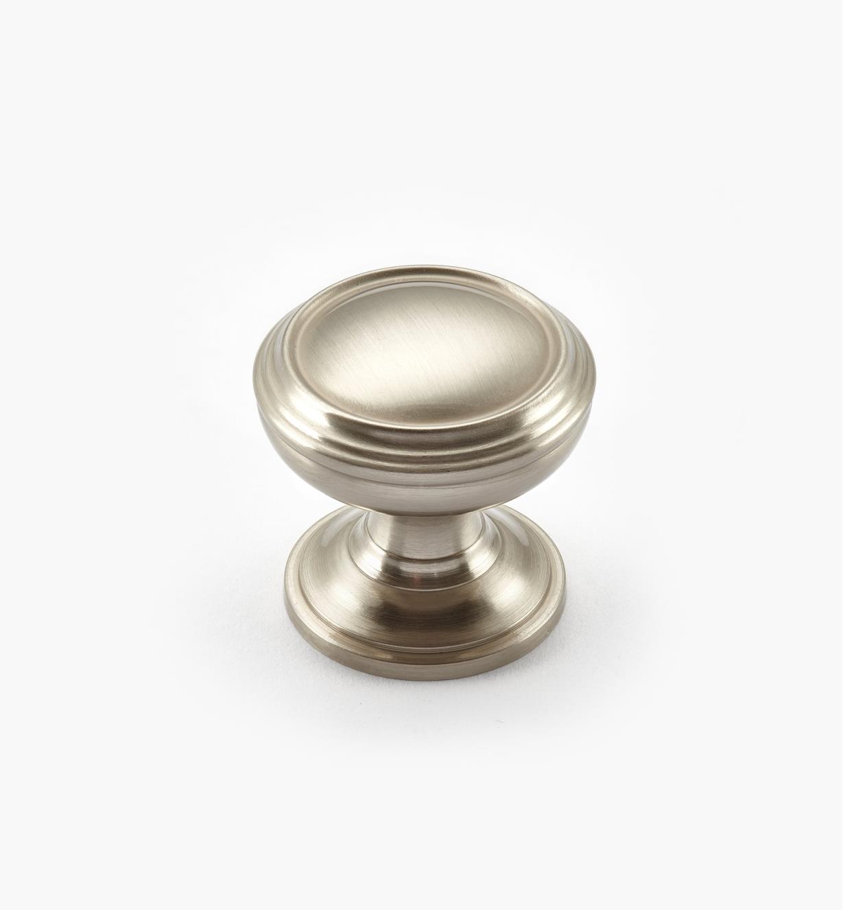 02A1682 - Bouton annelé Revitalize, 11/4po, chrome satiné, l'unité
