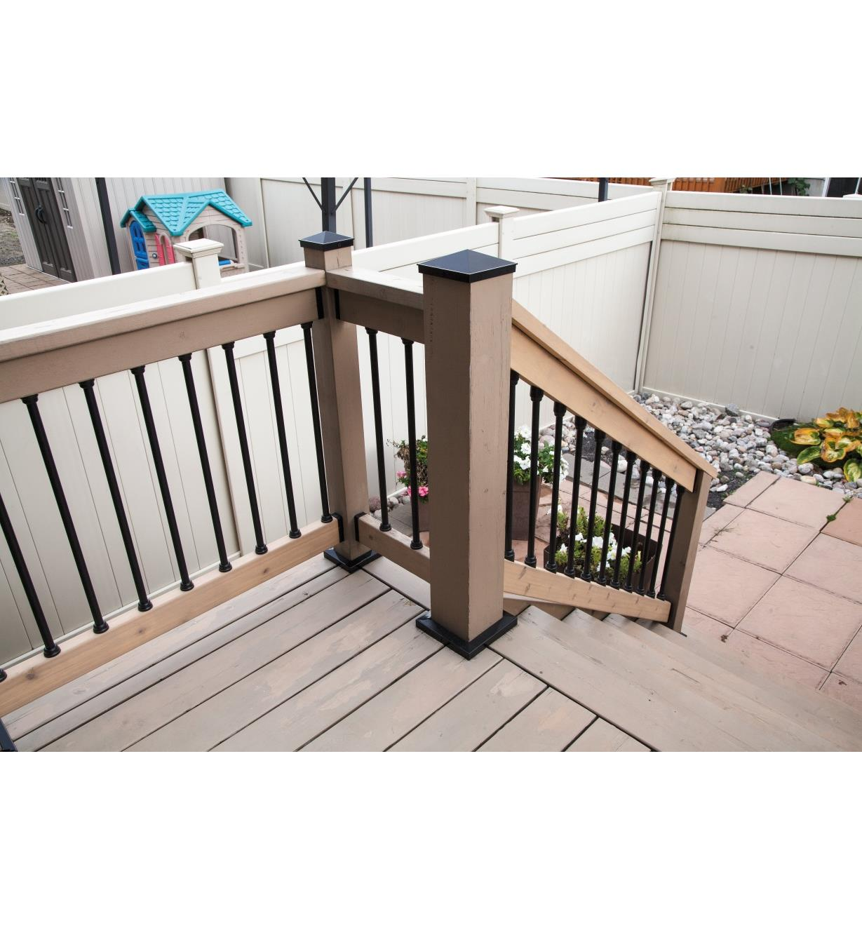 Example of deck built with the Titan Snap 'N Lock Baluster System