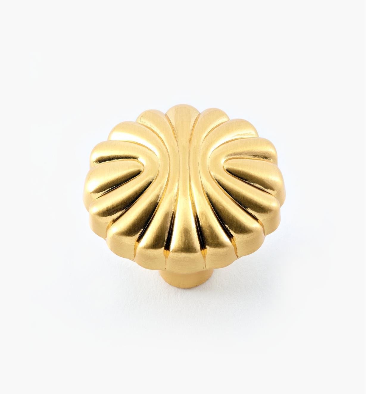 """99W9647 - 1 3/16"""" Shell Motif Round Knob, ea."""