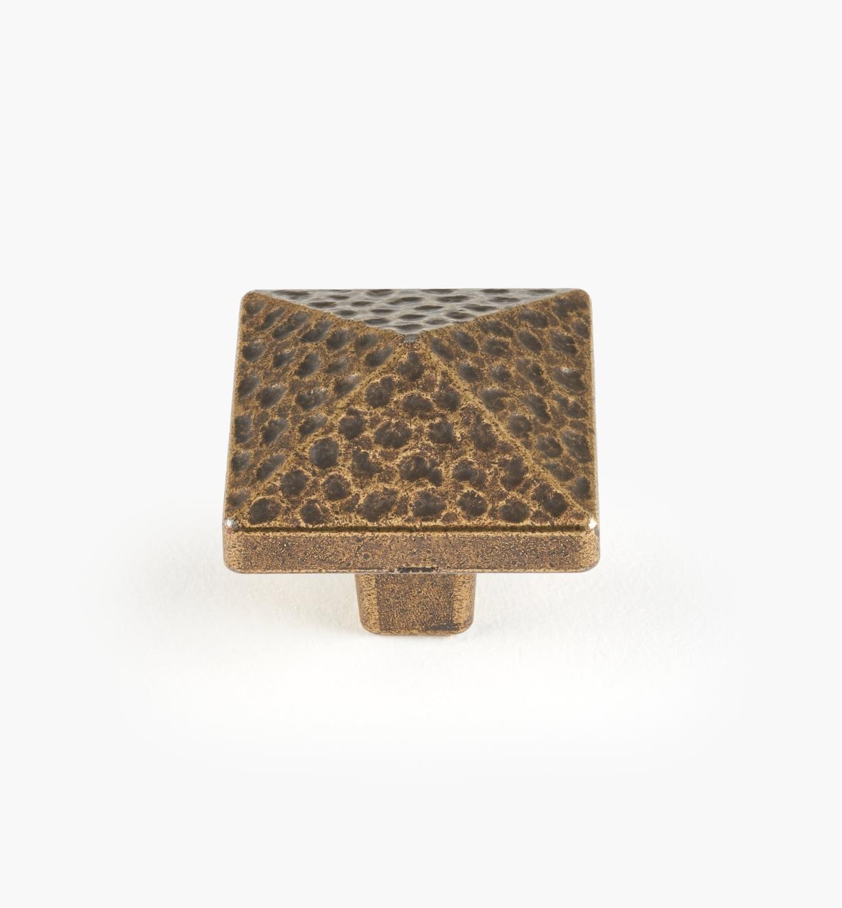 01G6030 - Bouton carré de 1 3/16 po, série Forgeron, laiton antique
