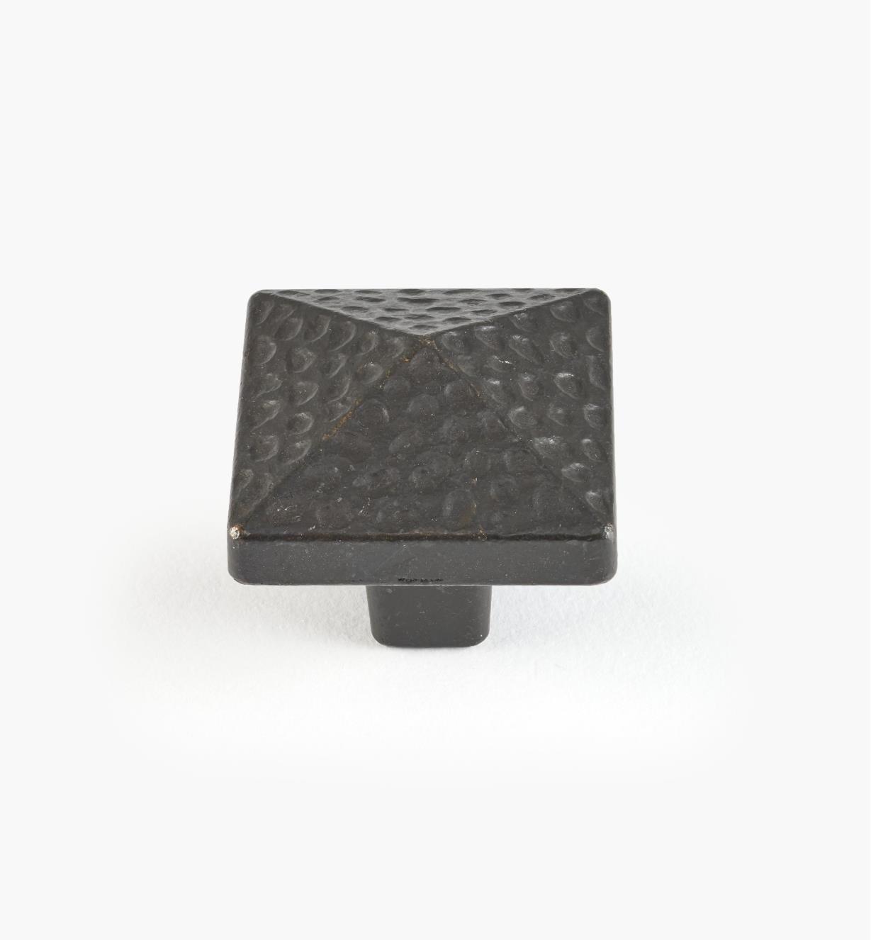 01G6031 - Bouton carré de 1 3/16 po, série Forgeron, fer ancien
