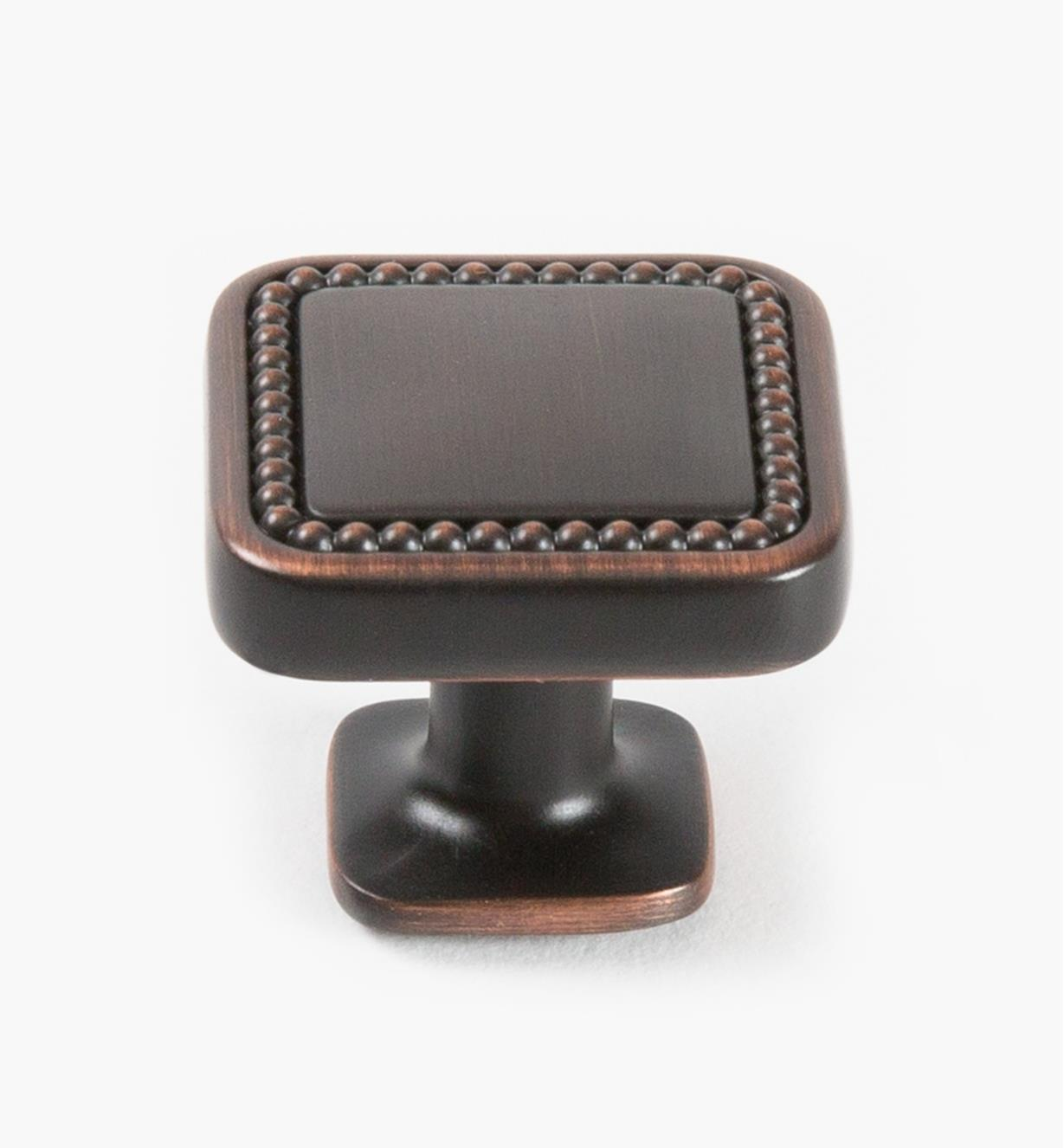 02A1630 - Bouton carré Carolyne, 32mm (1 1/4 po), bronze huilé, l'unité