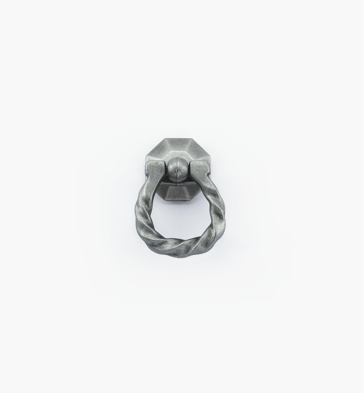 01W2917 - Poignée à anneau moulée à butée torsadée, fini argent antique, 13/4po