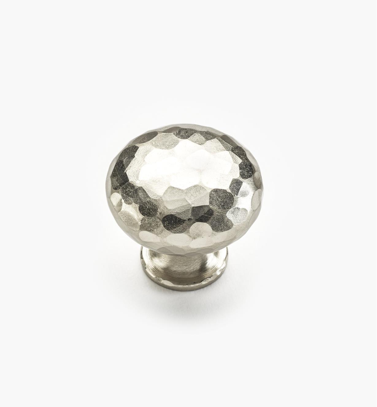 01W4365 - Bouton martelé, fini nickel satiné, 1 1/4 po x 1 1/8 po