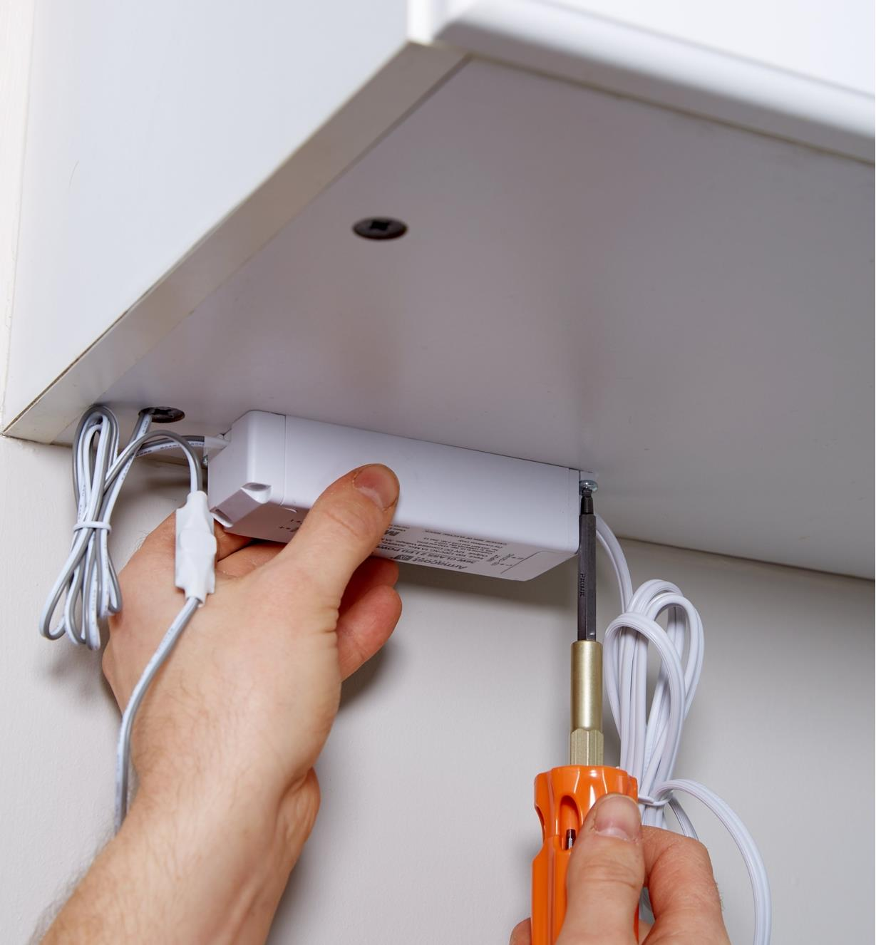 Mounting the power-supply unit of a plug-in LED tape lighting kit