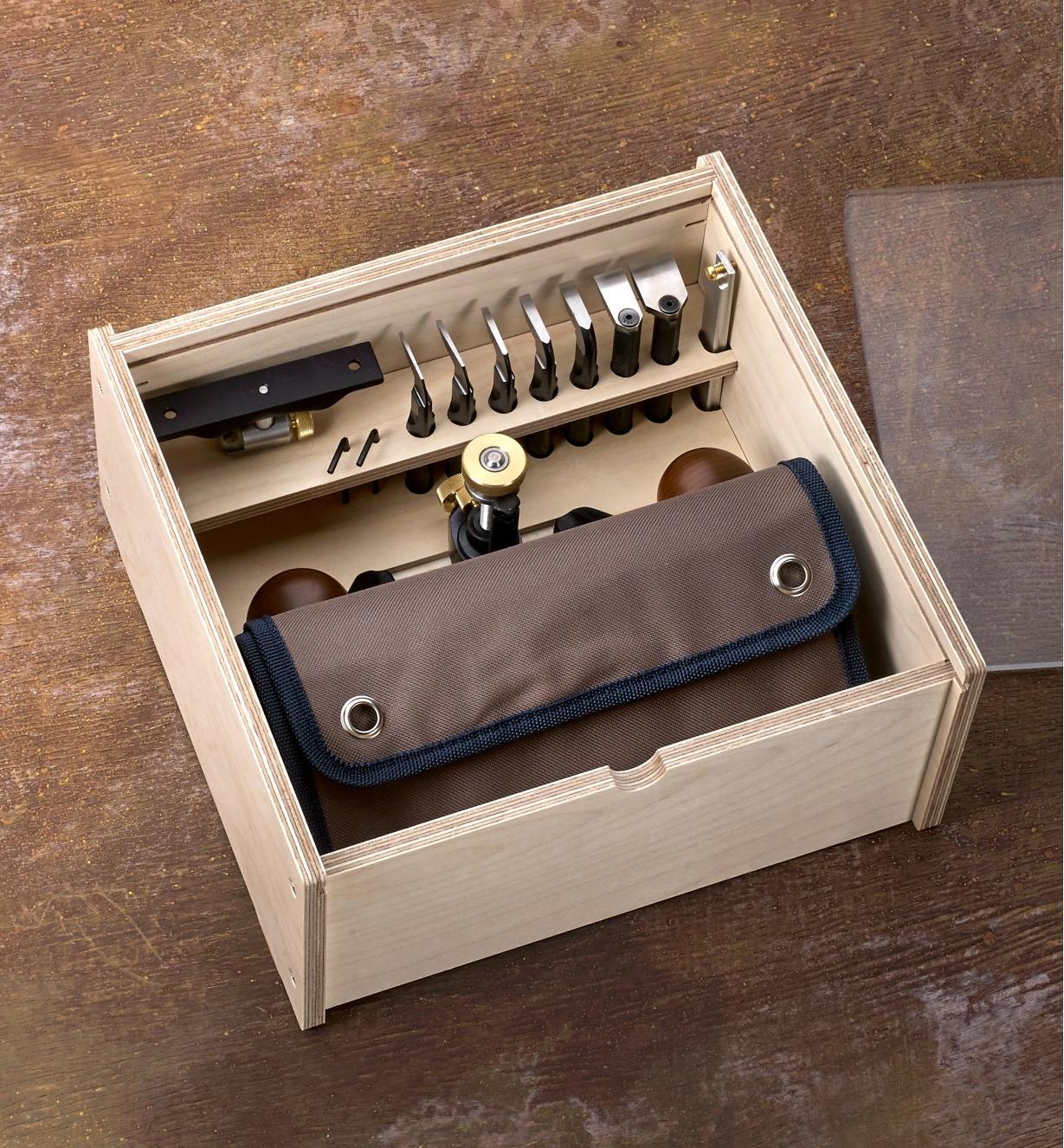 Guimbarde Veritas, fers, étui pour fers et accessoires rangés dans un coffret de rangement pour guimbarde Veritas