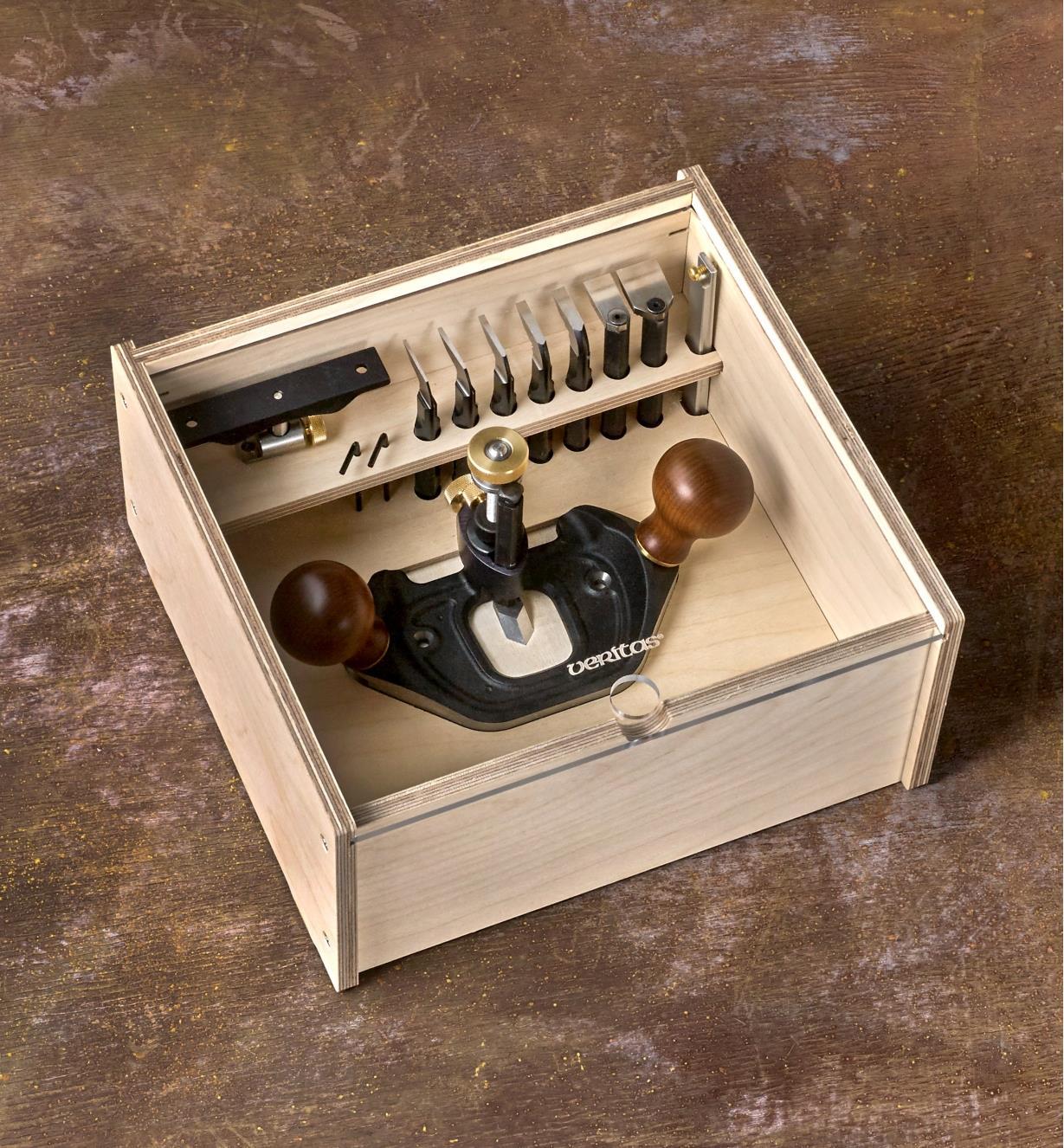 Guimbarde Veritas, fers et accessoires rangés dans un coffret de rangement pour guimbarde Veritas