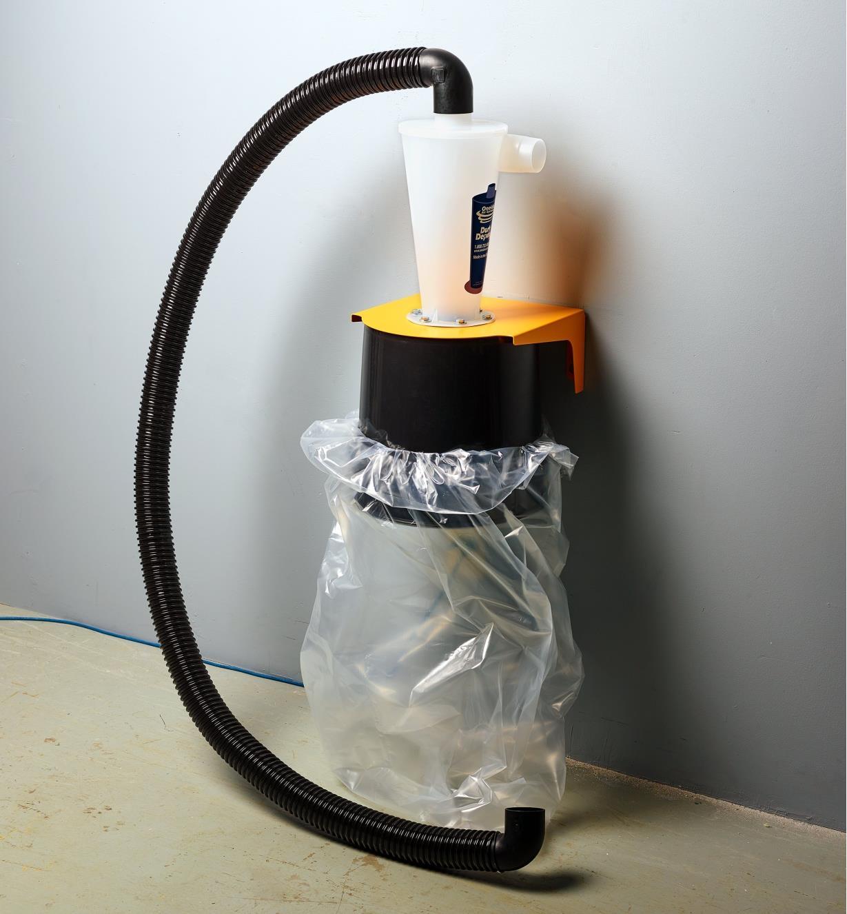 Ensacheuse pour aspirateur d'atelier Dust Deputy fixée au mur