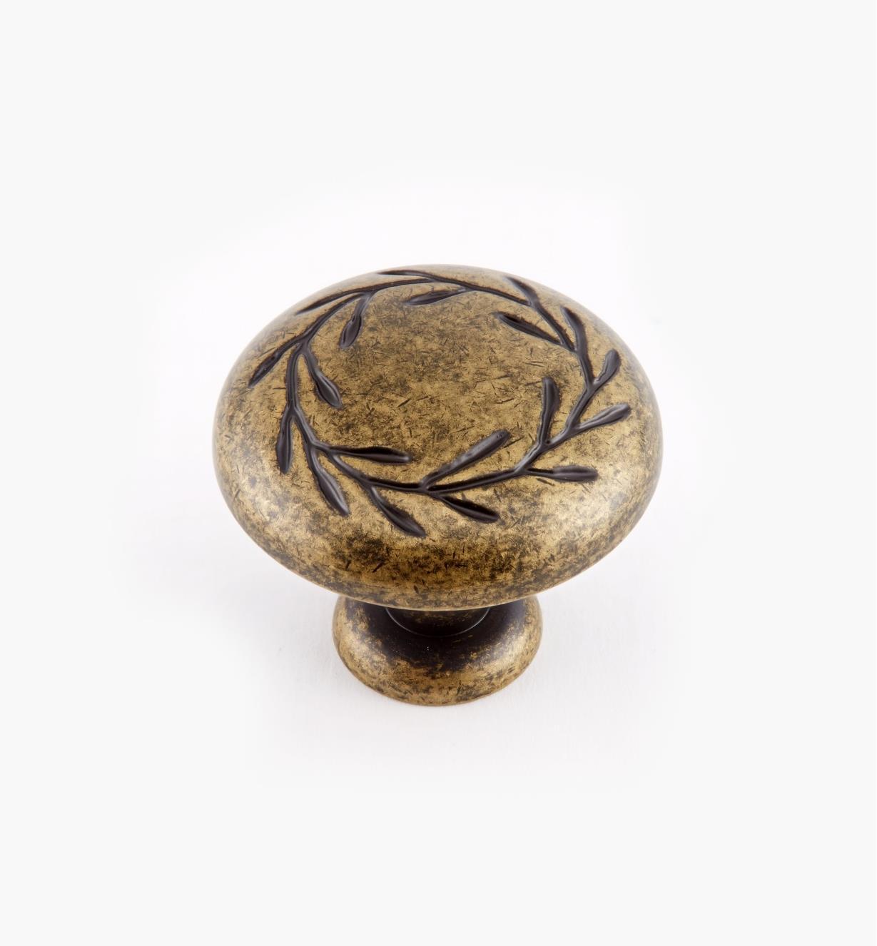02A0504 - Bouton à motif de feuille de 11/4po, série Inspirations, fini laiton antique